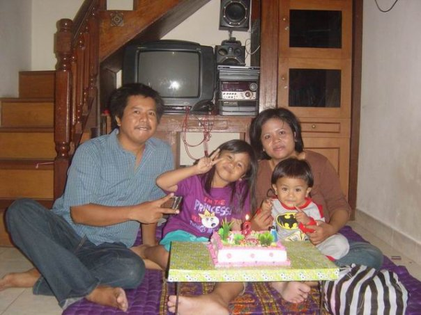 ibu-rai-and-family | WISNU ORGANIC VEGETARIAN