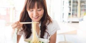 makan-mie-instan-pakai-nasi-juga-berbahaya-lho-92409dc